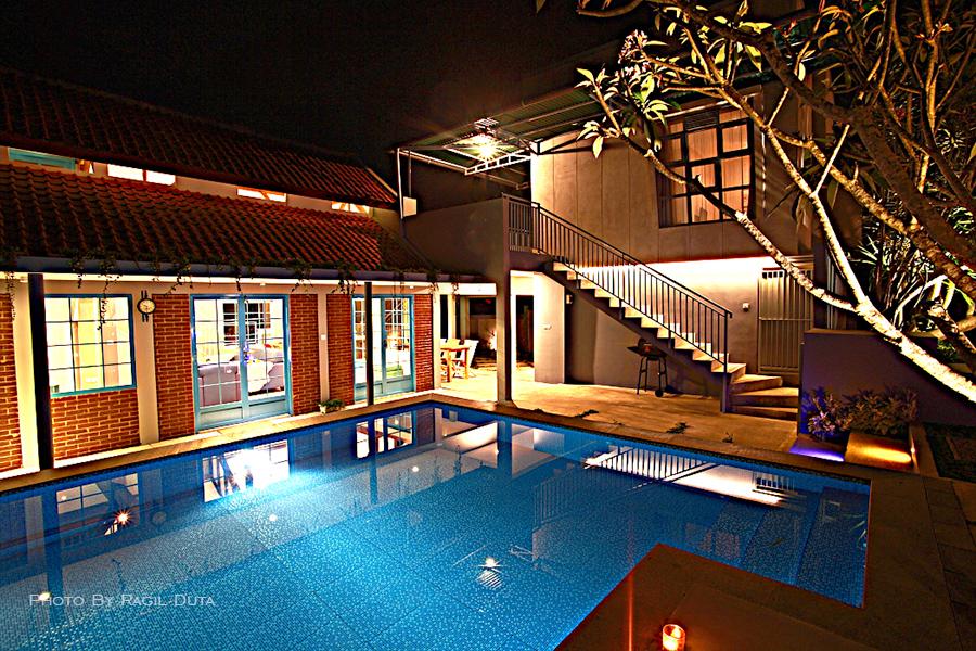 The pool at Barn Villa